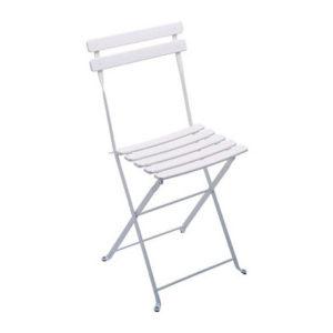 chaise square lattée blanche